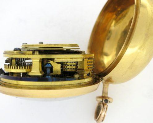 Gold repousse pair cases, verge